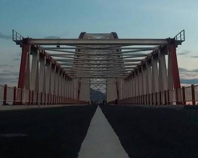 Pesona Jembatan Kapuas Tayan dan Pantai Air Tawar Pulau Tayan Sedot Perhatian Wisatawan Lokal